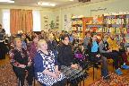 Читатели модельной Кобринской сельской библиотеки Гатчинского муниципального района на встрече с Н. А. Слепухиной.
