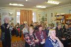 Читатели модельной Кобринской сельской библиотеки Гатчинского муниципального района обсуждают книги Ю. Слепухина.