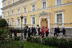 Во дворе Музея-усадьбы Г. Р. Державина перед возложением цветов к памятнику