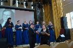 Н. А. Слепухина вручает Благодарственное письмо О. И Шишову
