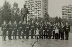 «День космонавтики в Звездном городке. 12 апреля 1981 года. В центре, 7-й слева, Виктор Александрович Шапарнёв».  © М.А. Шапарнёва (Личный архив).